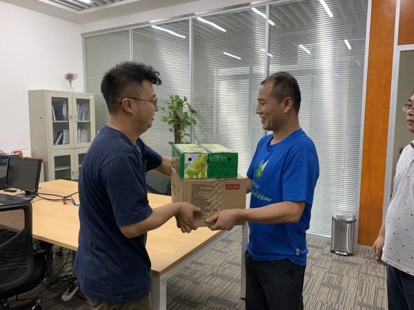 """地信中心工会开展""""送清凉""""活动"""